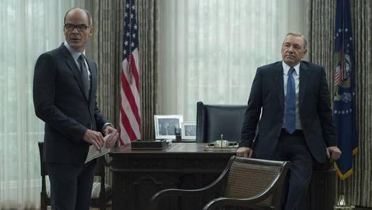 Kevin Spacey (r) keert niet meer terug als Frank Underwood in House of Cards, dat vandaag begint aan het laatste seizoen.