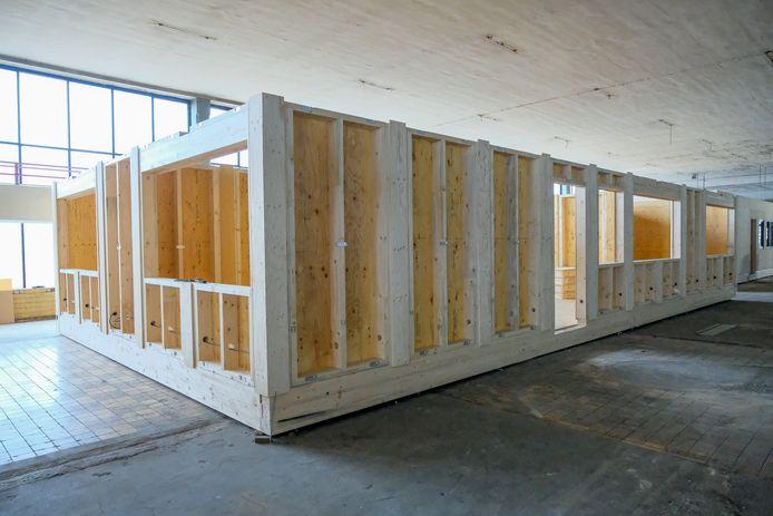 Een soortgelijke modulaire woonbox (in aanbouw) in Molenbeek.