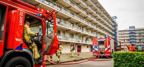 Kleine brand na 'harde knal' in Eindhovens appartement; aantal woningen ontruimd
