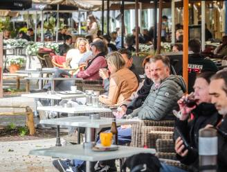 """Uitgebreide terrassen mogen in Brugge ook in 2022 blijven staan: """"Maar meer ruimte innemen betekent ook meer terrastaks betalen"""""""
