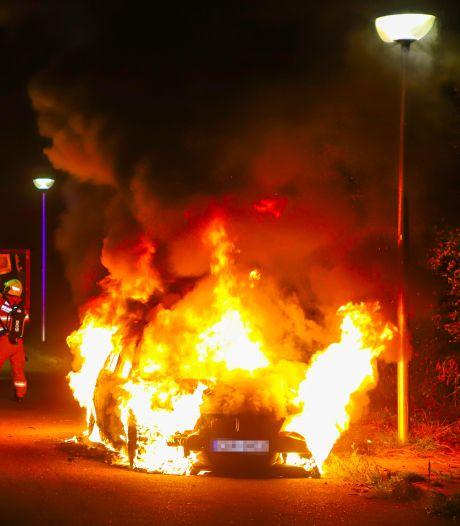 Twintig autobranden in één nacht in Edese wijk: 'Het leek wel vuurwerk'