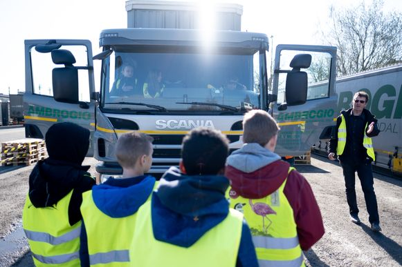 MUIZEN Dodehoektraining voor de leerlingen van Basisschool Sint-Lambertus Muizen bij transportbedrijf Ambrogio