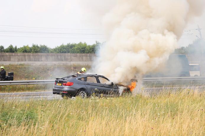 De brandende BMW op de A15