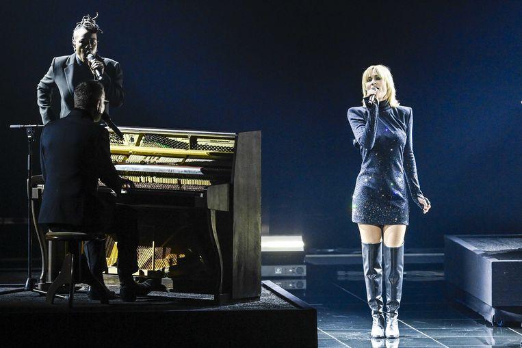Hooverphonic, met zangeres Geike Arnaert,  tijdens een repetitie voor de eerste halve finale. Beeld ANP