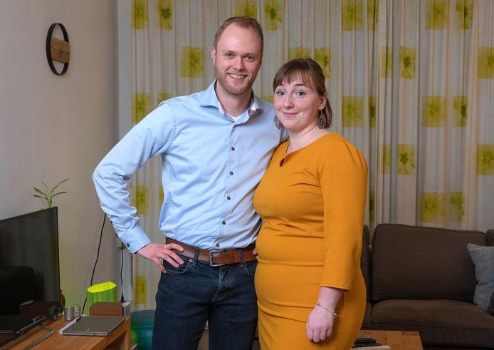 Cynthia en Arjan voor de rubriek Geld en Geluk. Foto Joost Hoving