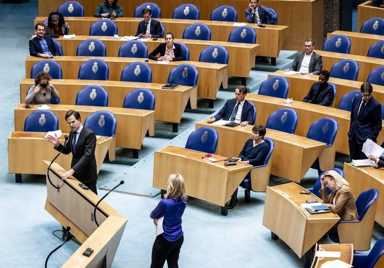 Mark Rutte reageert op de motie van afkeuring in de Tweede Kamer na afloop van een debat over de mislukte formatieverkenning.  Beeld ANP