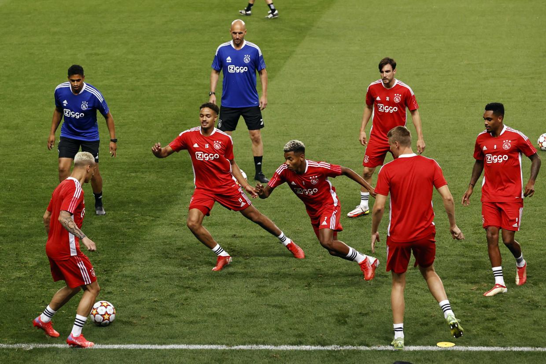 Ajax trainde dinsdag in het Estadio Jose Alvalade in Lissabon.  Beeld MAURICE VAN STEEN/ANP