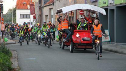 Partyfiets begeleidt kinderen voor twintigjarig bestaan fietspooling naar school