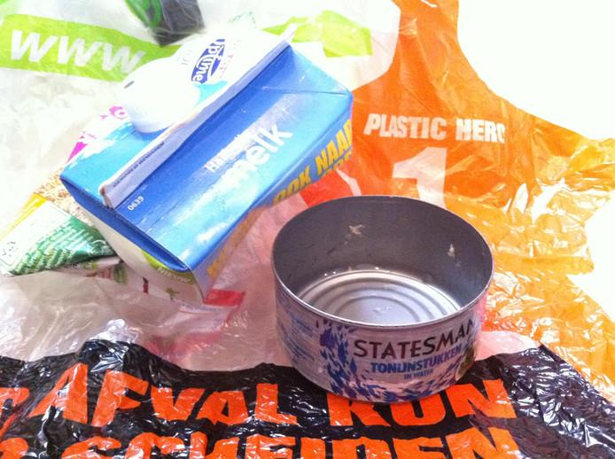 Drankpakken en blik mogen bij plasticafval.
