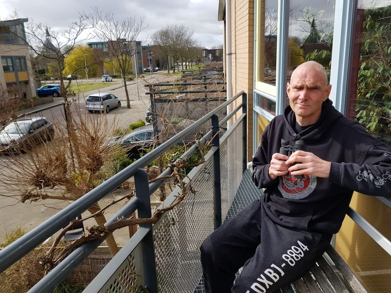 Stadsecoloog en schrijver Remco Daalder op zijn balkon. Beeld Marieke Ohm.