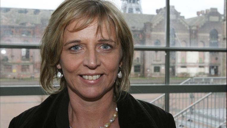 Burgemeester Sonja Claes kondigt juridische stappen aan tegen de site.