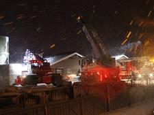 Brandweer voorkomt instorten met sneeuw bedekte kalverenschuur in Nijkerk