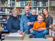 Slijterij van familie Verwoerd is een begrip in Laak: 'We proeven alles, maar nooit in de winkel'