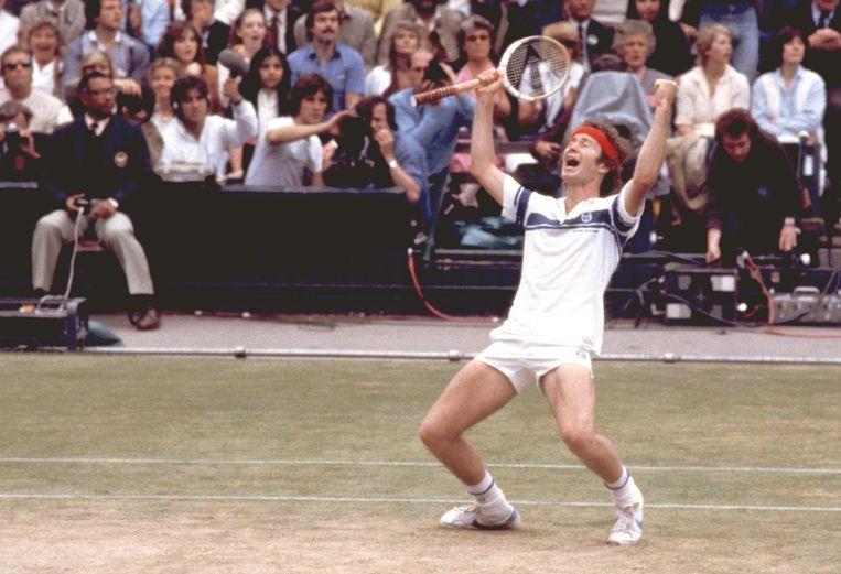 John McEnroe, niet bekend om zijn ingehouden taalgebruik, wint Wimbledon in 1981.  Beeld afp