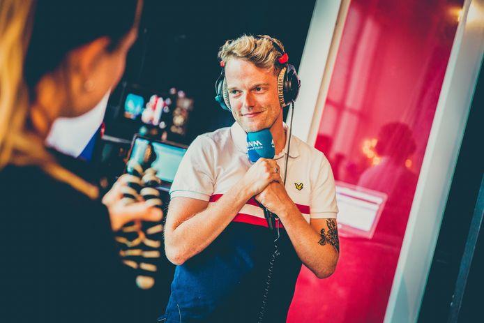 Dj Tom De Cock, vroeger een vaste waarde bij MNM, leidt Radio Rhizo op maandag 19 april in goeie banen.