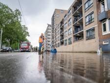 Waterballet in Rotterdam: straten en parkeergarage staan blank door gesprongen leiding