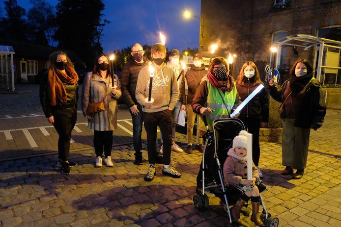 Zeker 130 mensen namen deel aan de fakkeltocht tegen armoede in Heist-op-den-Berg.