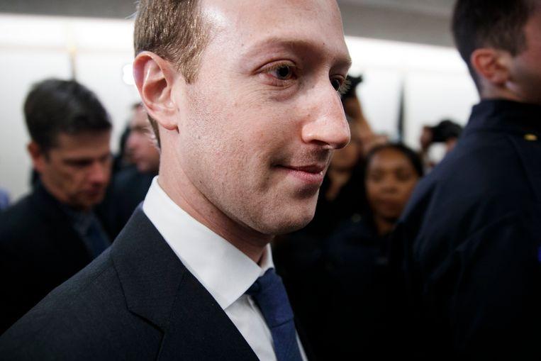 Facebook-oprichter Mark Zuckerberg sprak gisteren met politici, in aanloop naar zijn verhoor.  Beeld EPA