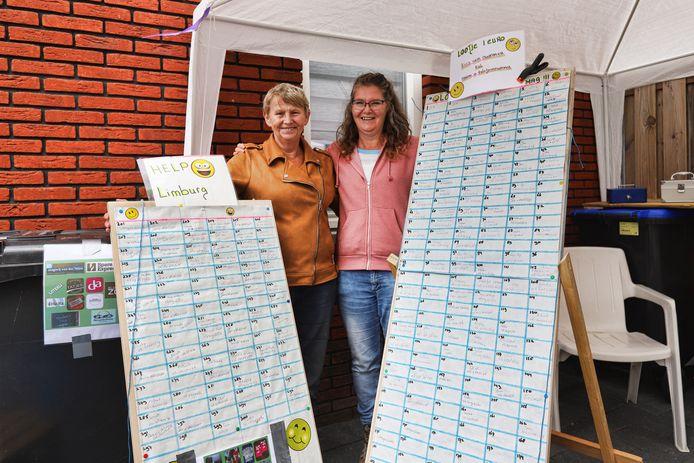 René van Hekken (links) en Carola Sens kwamen tijdens de tuintjesmarkt in Nieuwenhoorn in actie voor het getroffen Limburg.