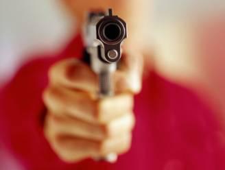 Man schiet met pistool in eigen been en riskeert nu 6 maanden cel