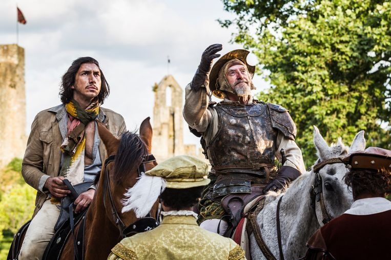 Adam Driver (l.) en Jonathan Pryce in 'The Man Who Killed Don Quixote'. Beeld Diego Lopez Calvin - Tornasol Fi