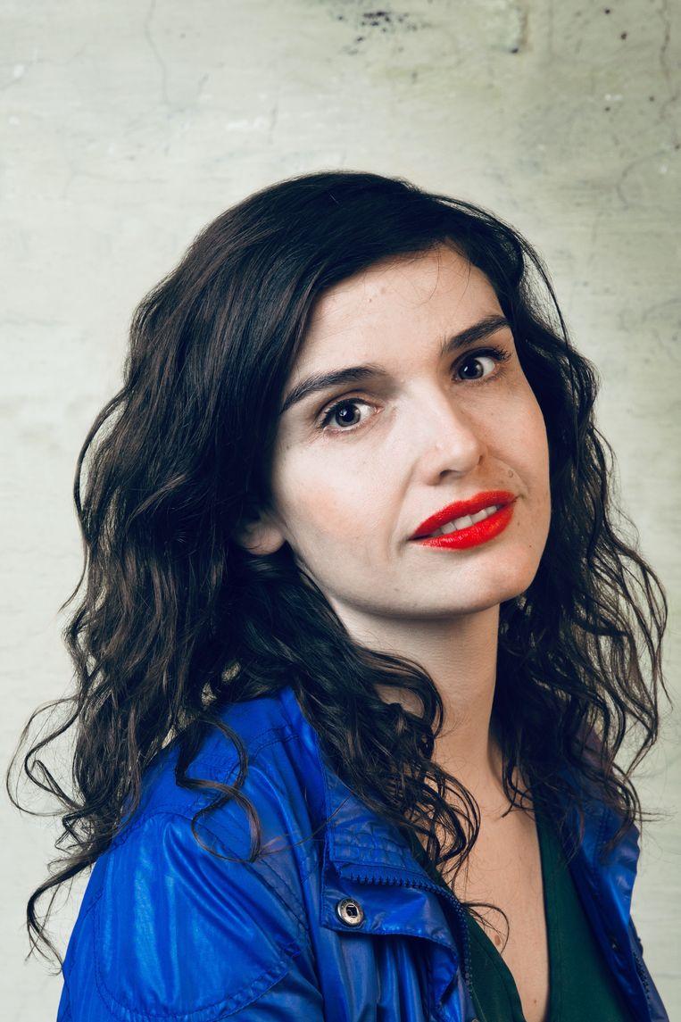 Zangeres ('Nele Needs a Holiday'), theatermaakster en schrijfster Nele Van den Broeck: 'Een troostboek.' Beeld VRT