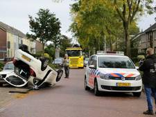 Auto vliegt over de kop in Genemuiden