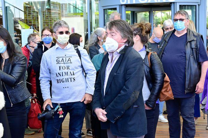 Michel Vandenbosch en andere GAIA-sympathisanten waren aanwezig in het Antwrepse justitiepaleis.
