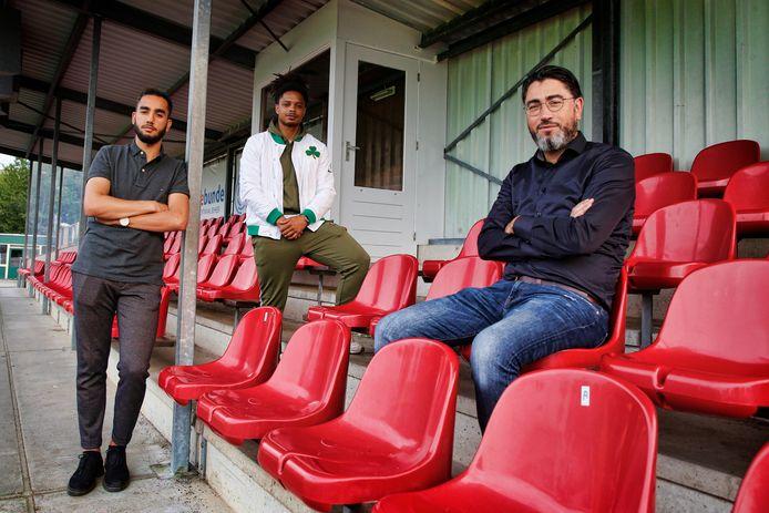 Azzadine Harchaoui (zittend rechts) vertrekt na dit seizoen toch bij PVC.