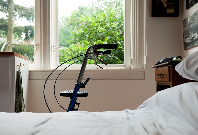 Rollator naast het bed. Beeld ANP