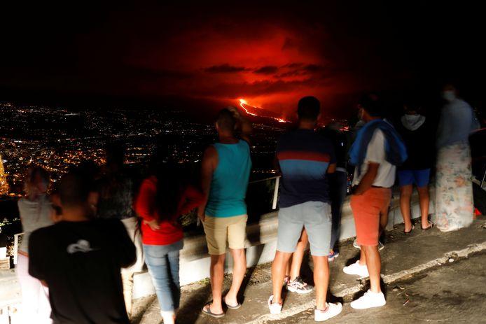 Dit weekend spuwde de vulkaan veel lava en as uit.