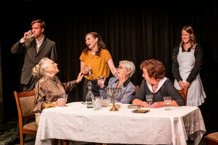 Theatervoorstelling Vrouwen van de Wereld gaat 18 september in première in Naat Piek.