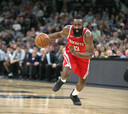 James Harden in actie voor Houston Rockets.