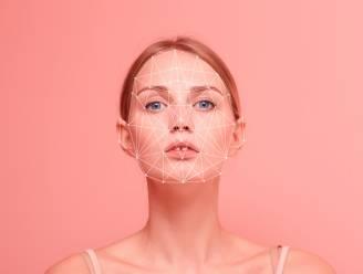 """Beautygadgets voor huid en haar worden almaar hoogtechnologischer. Redactrice Sophie test of dat loont: """"Wonderen moet je niet verwachten"""""""