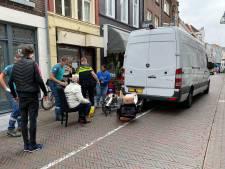 Busje rijdt scootmobiel doormidden in Deventer