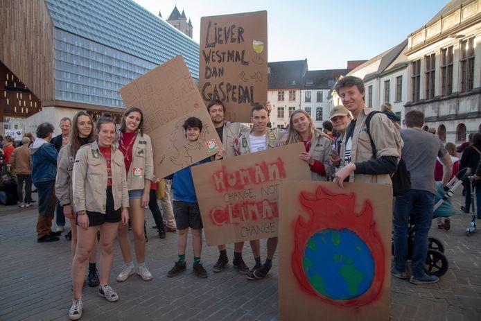 Scouts Sint Hubertus Merelbeke op Klimaatmaars Gent.