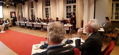 Vertrekkend burgemeester Hans Verheijen lof toegezongen door Wijchense raad