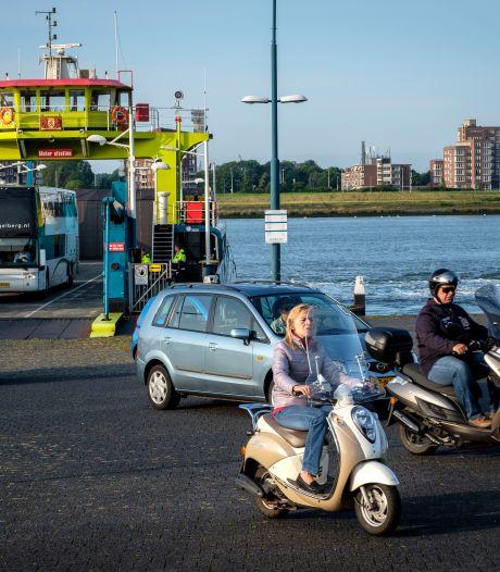 Veerdienst Maassluis-Rozenburg in storing? Pas na twee uur is vervangend vervoer mogelijk