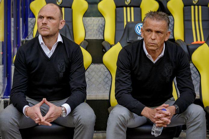 Joseph Oosting (links) wordt de interim-trainer van Vitesse. Edward Sturing zal zich niet voegen bij de staf van de Arnhemse eredivisieclub.