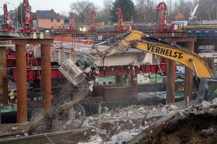 ZONDAG 15 uur: De afbraak van de Bergwijkbrug is bijna voltooid