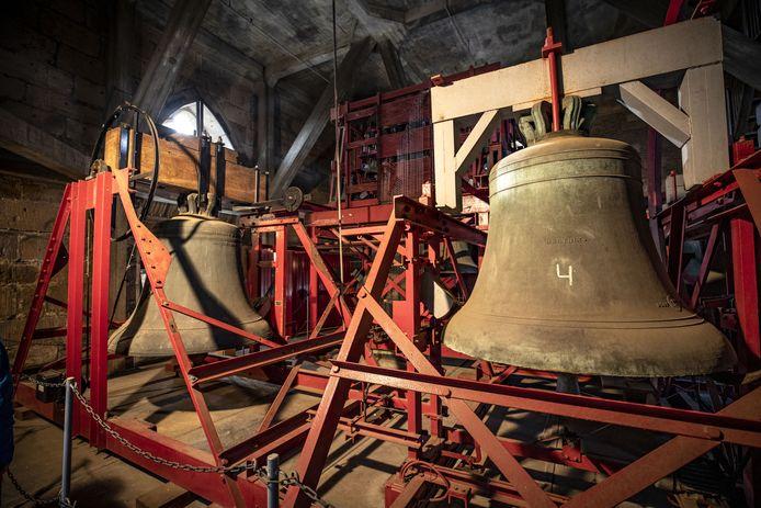 De voorbereidingen voor de komst van de nieuwe Plechelmusklok zijn in volle gang. Als gevolg daarvan zijn de klokken in de toren van de Plechelmusbasiliek de komende weken minder vaak te horen.