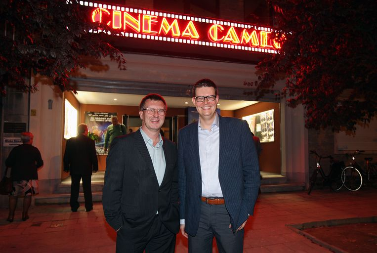 Jan Verheyen en Trudo Carlier blazen samen 5 kaarsjes uit bij de verjaardag van hun Cinema Cameo