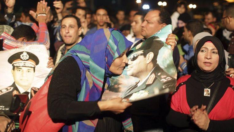 Egyptenaren vieren de kandidaatstelling van generaal Al-Sisi voor het presidentschap van Egypte. Beeld reuters
