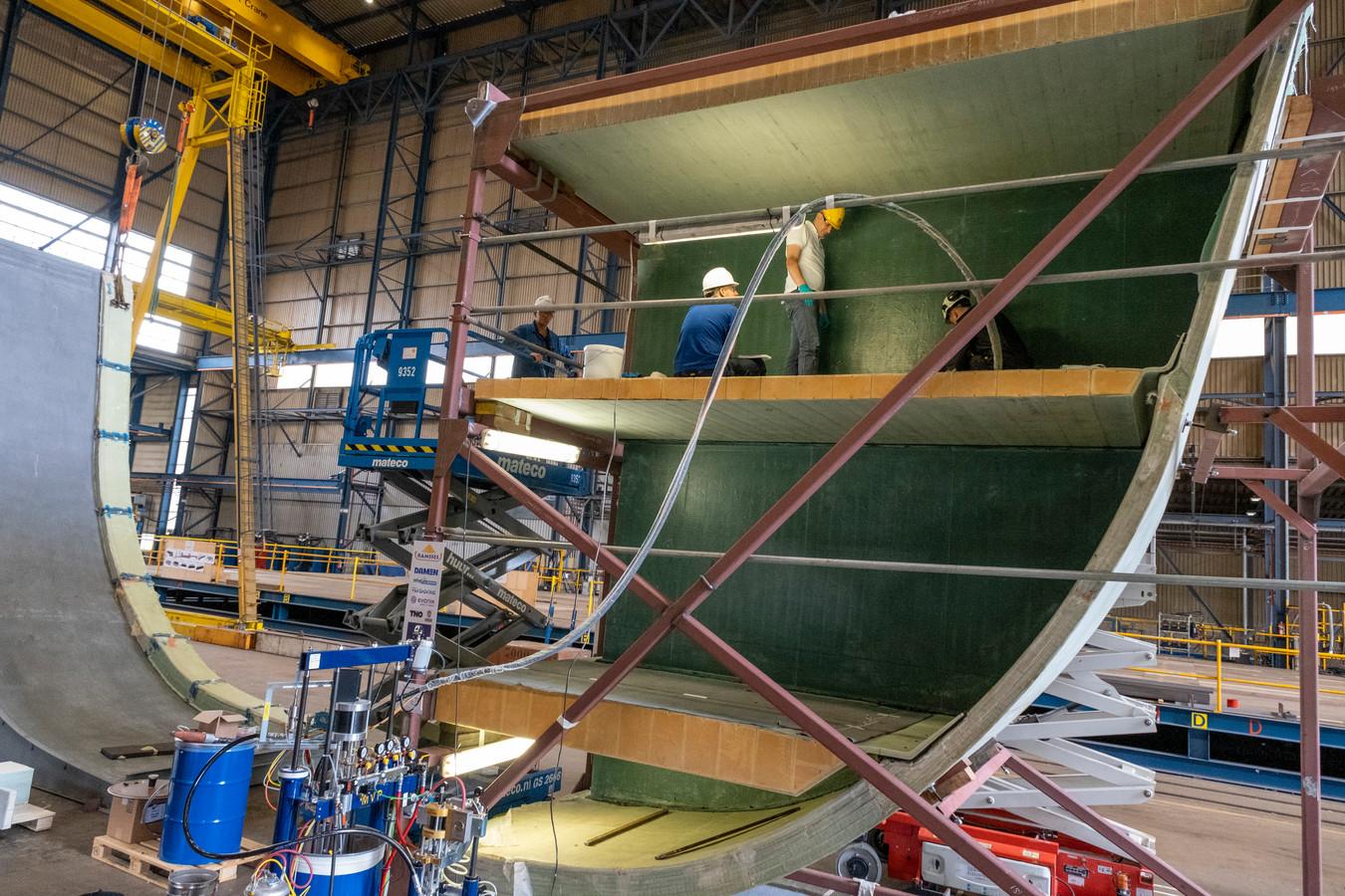 Een scheepshuid van composiet bij Damen Shipyards