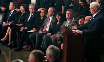 fotoreeks over Publiek brengt laatste groet aan George H. W. Bush in Capitool