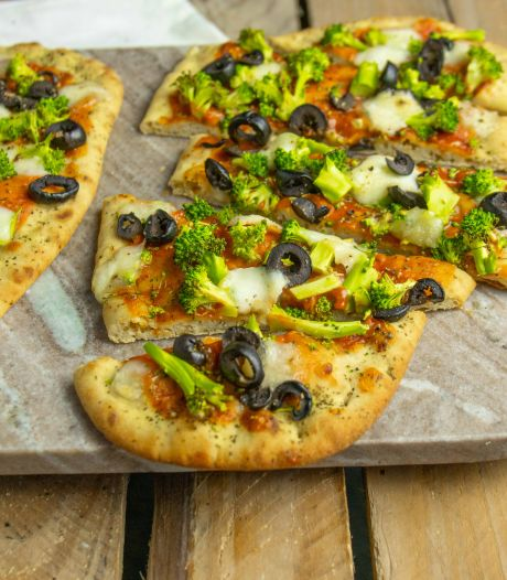 Wat Eten We Vandaag: Naanpizza met broccoli en mozzarella