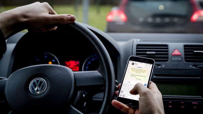 Even appen achter het stuur. Menselijk gedrag is oorzaak van negen op tien ongelukken.