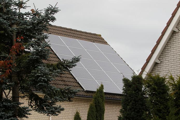 Zonnepanelen op een dak in Helmond.
