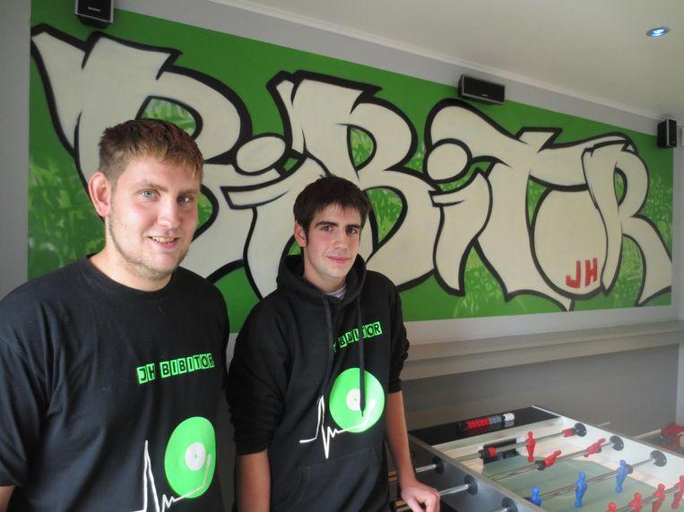 Broers Brecht en Stijn Peeters in het luxueuze jeugdhuis Bibitor.