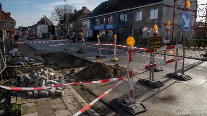 Gebarsten riolering doet Gentsesteenweg verzakken ter hoogte van vroeger postkantoor